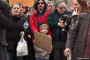Que se lixe a troika! O povo é quem mais ordena.